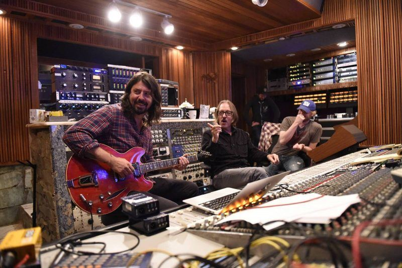 foo-fighters-band-2014-3-making-of-sonic-highways-photo-andrew-stuart