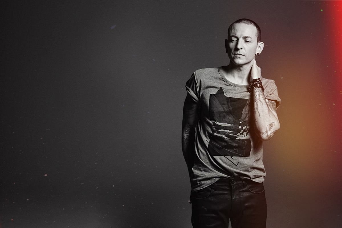 fans pay tribute to chester bennington. Black Bedroom Furniture Sets. Home Design Ideas