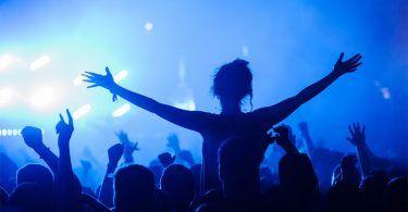 perofrmance-crowd-marko-ristic